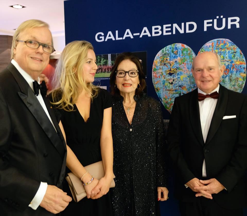 Heribert Klein, Theresa Kallrath, Nana Mouskouri und Herbert Schmäke Kunstgießerei Düsseldorf